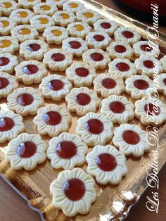 Shortbread fondant with jam - Les Delices by FatOumaa HOuariii: recipe book Cookie Desserts, Cookie Recipes, Dessert Recipes, Galletas Cookies, Cupcake Cookies, Healthy Toddler Breakfast, Easy Zucchini Recipes, Mini Tart, Biscuit Cookies