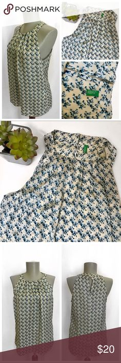 💐Floral United Colors of Benetton Top✨ United Colors of Benetton top great for the summer. Light weight material. Gentle worn from smoke and pet free home. United Colors Of Benetton Tops Tunics
