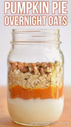 This pumpkin pie overnight oats recipe tastes SO GOOD! It has yummy fall flavours and is so hearty and comforting! It's a delicious, healthy and quick breakfast idea and a great way to save time in the morning! Such a great make ahead breakfast recipe! Healthy Breakfast Recipes, Healthy Snacks, Quick Breakfast Ideas, Healthy Easy Food, Healthy Supper Ideas, Healthy Breakfast On The Go, Camping Breakfast, Clean Eating Breakfast, Breakfast Snacks