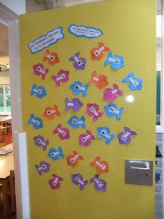 Welkom op de eerste schooldag. Kindergarten Door, Class Door, Finding Nemo, Classroom Decor, Back To School, Preschool, September, Kids, Young Children