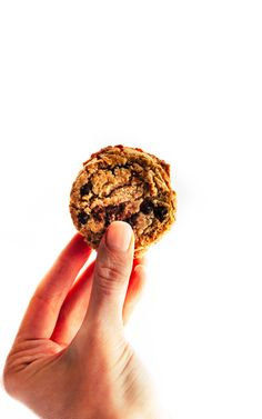 The best vegan chocolate chip cookies! This simple chocolate chip cookies recipe is also paleo friendly, easy, delicious! Crispy and light in texture.