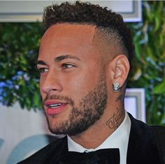 No body is perfect☝🏻☝🏻☝🏻☝🏻 (exept neymar😂😂) Neymar Jr, Neymar Images, Soccer News, Nike Soccer, Soccer Cleats, Bae, Boys With Curly Hair, Manchester United Soccer, Handsome Black Men