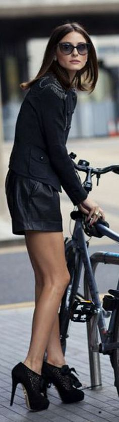 And the jacket is gorgeous too! Olivia Palermo is def my fav style icon! Bike Icon, Hermes, Mountain Biking Women, Olivia Palermo Style, Cycle Chic, Glamour, Trends, City Chic, Girls Be Like