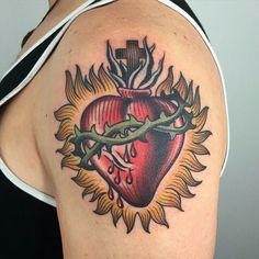 Sacred Heart Tattoos - Tattoo Me Now Jesus Tattoo, Bible Tattoos, I Tattoo, Traditional Heart Tattoos, Traditional Tattoo Old School, Neo Traditional Tattoo, American Traditional, Heart Tattoos Meaning, Sacred Heart Tattoos