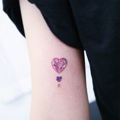 60 Unique Small Watercolor Tattoos For Women - Millions Grace - Cathy Goldring Costin Detailliertes Tattoo, Form Tattoo, Shape Tattoo, Pearl Tattoo, Sternum Tattoo, Mini Tattoos, Little Tattoos, Body Art Tattoos, Finger Tattoos