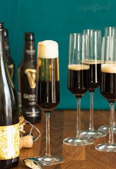 This looks great for Saint Patrick's Day! Black Velvet - A rich, bubbly and fun (but definitely not new) vintage cocktail that would make a great addition to brunch. #zestyrecipe #vintagerecipe