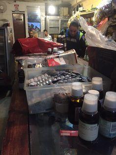 Es el como se venden medicamentos de uso restringido de forma ilegal en cualquier lado (Benjamin NV)    Video: Decomisan cigarrillos y medicamentos ilegales en un minisúper de San José http://www.laprensalibre.cr/Noticias/detalle/86266/video:-decomisan-cigarrillos-y-medicamentos-ilegales-en-un-minisuper-de-san-jose