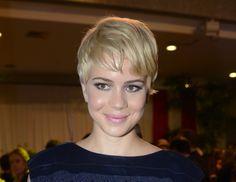 Penteados para cabelos curtos http://vilamulher.terra.com.br/cabelos-curtos-looks-das-famosas-para-voce-se-inspirar-2-1-12-952-e-99.html