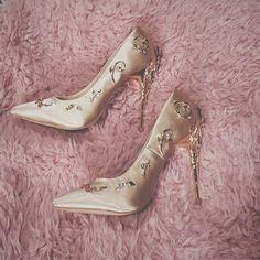 6ccea05880 Scarpin salto fino - rosa claro com detalhes em dourado  sapato  casamento   festa