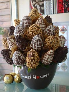 DIY Chocolate Covered Strawberries The Effective Pictures We Offer You About DIY Edible slime A quality picture can tell you many things. You can find the most beautiful Edible Fruit Arrangements, Edible Bouquets, Chocolate Covered Strawberries, Chocolate Dipped, Rocher Chocolate, Chocolate Flowers, Chocolate Bouquet, Chocolate Chips, Edible Slime