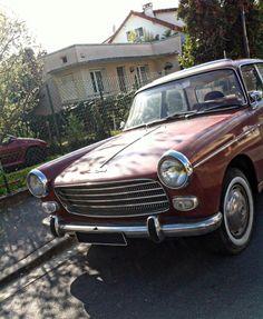 Pour ce jeudi, #BonjourLaVieille, une #Peugeot #404