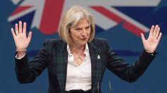 """Theresa May a venit la vot purtand """"pantofii ei norocosi"""""""