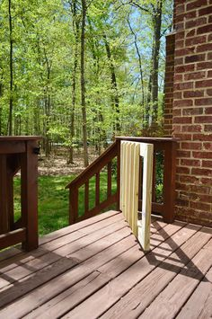 Deckgate (Literally, How To Make A Deck Gate) Porch Gate, Deck Gate, Deck Stairs, Porch Railings, Stair Gate, Outdoor Dog Gate, Outdoor Decor, Outdoor Living, Outdoor Spaces