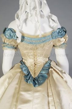 Vintage Tea Party Dresses, Vintage Outfits, Corsage, Day Dresses, Evening Dresses, Victorian Gown, Civil War Fashion, 19th Century Fashion, Linens And Lace