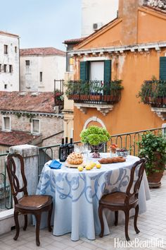 In Matthew White's Venice, Italy, apartment, a table on the terrace is the perfect place for drinks or an intimate dinner. Pin it now >> - HouseBeautiful.com