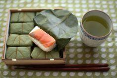 Kakinoha-zushi wrapped with persimmon leaves, Nara 奈良・平宗の柿の葉すし