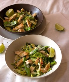 With typical Asian inspired ingredients, the bold flavors like chili, ginger, lemongrass and coriander really makes this dish! Easy Delicious Recipes, Paleo Recipes, Yummy Food, Sauteed Vegetables, Veggies, Thai Curry Paste, Best Curry, Chicken Breast Fillet, Canned Coconut Milk