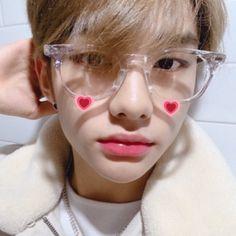 — ♡ how is he so pretty - - - [ straykids bangchan chan kimwoojin woojin leeminho leeknow minho seochangbin changbin hwanghyunjin hyunjin hanjisung han jisung leefelix felix yongbok kimseungmin seungmin yangjeongin jeongin stay ] Btob, Lee Min Ho, Mamamoo, Kids Icon, New Memes, Fall Memes, Funny Memes, Lee Know, Boyfriend Material