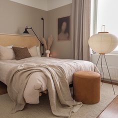 Feeling so very inspired by the beige on beige bedroom of to the point that I'm considering painting ours a similar hue… Room Ideas Bedroom, Home Bedroom, Tan Bedroom Walls, Brown Bedroom Decor, Warm Bedroom, Beige Bedroom Furniture, Bedroom With Bath, Beige Room, Pink And Beige Bedroom