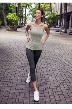 Stylish, durable, and a hot fashion staple. These polyester/spandex leggings are made of a comfortable microfiber yarn, and they'll never lose their stretch. Sporty Girls, Sporty Outfits, Cute Casual Outfits, Pretty Korean Girls, Cute Asian Girls, South Korean Girls, Victoria Justice Sister, Girls In Leggings, Sexy Jeans