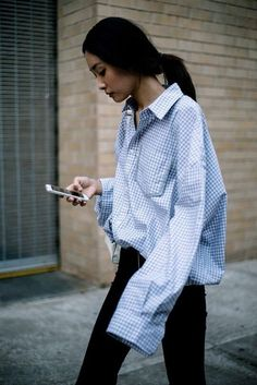 skinny jeans paired with an oversized shirt Fashion Weeks, Fashion Outfits, Fashion Trends, Net Fashion, Trendy Fashion, Style Fashion, Fall Outfits, Girl Fashion, Style Casual