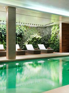 The vertical wall in the pool area of Bellesa de Claret.