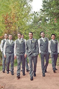 17 Must have Groomsmen Photos
