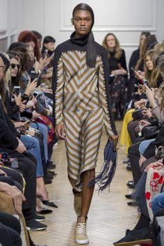 J.W.Anderson Fall 2017 Ready-to-Wear Fashion Show - Naki Depass