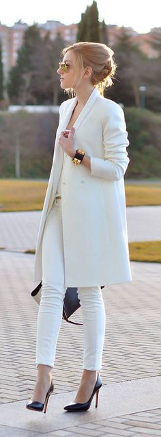 All white fall or spring outfit | long white wool pea coat with skinny white jeans, heels, gold bracelet accent | classy modern work outfit for cooler days