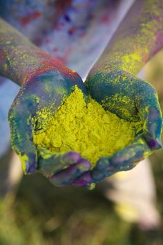 holi!! this would be so much fun and would make for some cool photos afterwords! <3