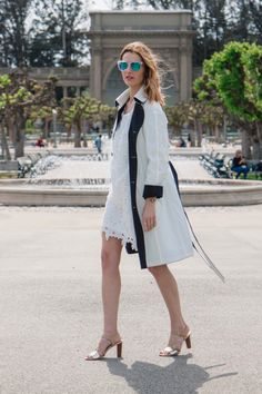 classic white trench, johnston and murphy vachetta sandals, lace dress, white lace dress | Prosecco and Plaid @prosecc