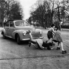 "henkheijmans: "" A young girl crossing the street on roller skates on chaussée de la Muette in Paris, 1955 - by Robert Doisneau – French "" Robert Doisneau, Old Pictures, Old Photos, Fotografia Retro, Henri Cartier, French Photographers, Roller Skating, Roller Derby, Paris Street"