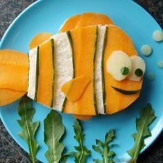 An illustrated guide to healthy sandwiches for kids. UNDER THE SEA theme with fish, boats and mermaids!