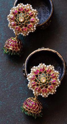 Jewelry Design Earrings, Gold Earrings Designs, Gold Jewellery Design, Ear Jewelry, Gold Mangalsutra Designs, Antique Jewellery Designs, Indian Jewelry Sets, Black Hills Gold Jewelry, Wedding Jewelry