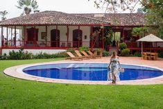#travels #coffee #colombia #experience #valtikav #clothes #moda #modafemenina #women #flowers #fashion #viajes #trip Outdoor Decor, Flowers, Clothes, Women, Fashion, Moda Femenina, Venice, Viajes, Outfits