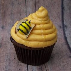 Lady Bug (cupcakes): These cute little lady bugs are so cute....they were made by http://www.CupcakeWhimsy.com Follow their Pinterest board here: https://pinterest.com/cupcakewhimsy/