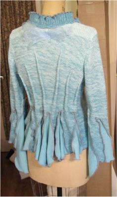 DIY Fairy Sweater / FrankenSweater… Pleat the again of an outdated sweater! Diy Clothes Refashion, Sweater Refashion, Diy Clothing, Recycled Clothing, Recycled Fashion, Old Sweater, Sweater Coats, Fashion Sewing, Diy Fashion