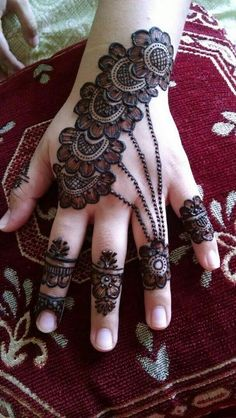 Mehndi henna designs are always searchable by Pakistani women and girls. Women, girls and also kids apply henna on their hands, feet and also on neck to look more gorgeous and traditional. Mehndi Designs For Girls, Simple Arabic Mehndi Designs, Henna Art Designs, Mehndi Designs For Beginners, Dulhan Mehndi Designs, Mehndi Designs For Fingers, Wedding Mehndi Designs, Mehndi Design Pictures, Latest Mehndi Designs