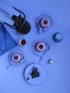 Monochromes Nespresso x Griottes - Blueberry blue - Panna cotta myrtilles & chocolat croustillant  en fonction de la gamme colorée