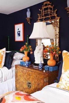 dark navy blue bedroom with bright orange chinoiserie accents. Interior Design Atlanta, Luxury Interior, Modern Interior, American Interior, Scandinavian Interior, Modern Decor, Muebles Living, Chinoiserie Chic, Asian Decor