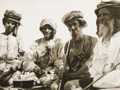 A Sheikh from the Hamdan tribe dancing with khanajeer in 1952. Courtesy of National Center for Documentation and Research.