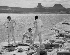 Crash landed ANSA astronauts Colonel George Taylor (Charlton Heston), John Landon (Robert Gunner), and Dodge (Jeff Burton) - Planet of the Apes Aliens, Plant Of The Apes, Marvel, Science Fiction Art, Sci Fi Movies, Original Movie, Tarzan, Classic Films, Movies And Tv Shows