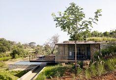 Shefali Balwani, une indienne et Robert Verrijt, un hollandais, ont fondé en 2006 à Bombay, leur studio d'architecture et d'architecture d'intérieur « Arch