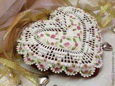 """Pierniki pierniki wykonane w stylu """"szykownej Chebbi.""""  Wszystkie ciasta są pokryte lukrem i ozdobione ręcznie malowane, wykonane w delikatnych, pastelowych kolorach.  Małe plamki złota dołączone"""