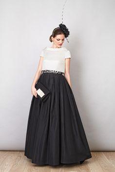 Rosa Blasco Falda tafeta negra con bolero de micro otomán y cinturón de pedrería
