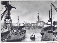 Hamburg Hafen mit Blick zur Michaeliskirche