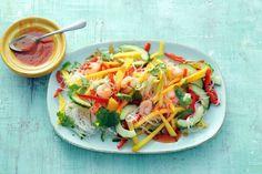 Een avondje Aziatisch? Deze salade is makkelijk te maken, en bevat meerdere oosterse smaken - Recept - Allerhande
