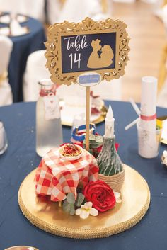 Disney Wedding Centerpieces, Wedding Decorations, Quince Centerpieces, Disney Decorations, Disney Inspired Wedding, Wedding Disney, Disney Weddings, Fairytale Weddings, Diy Disney Wedding Ideas