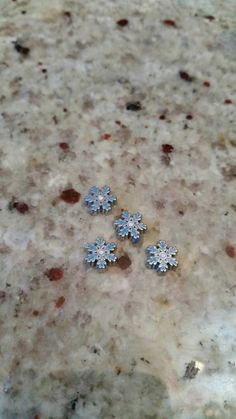 Check out this item in my Etsy shop https://www.etsy.com/listing/257532440/snowflake-rhinestone-charm