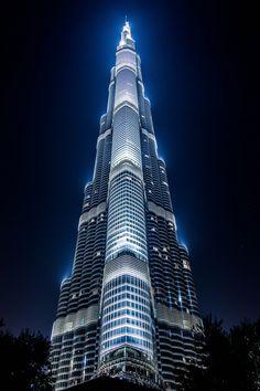 Burj Khalifa-Dubai, Skidmore Owings & Merill Cantilever Architecture, Futuristic Architecture, Beautiful Architecture, Art And Architecture, Dubai Skyscraper, Dubai City, Interesting Buildings, Amazing Buildings, Famous Buildings